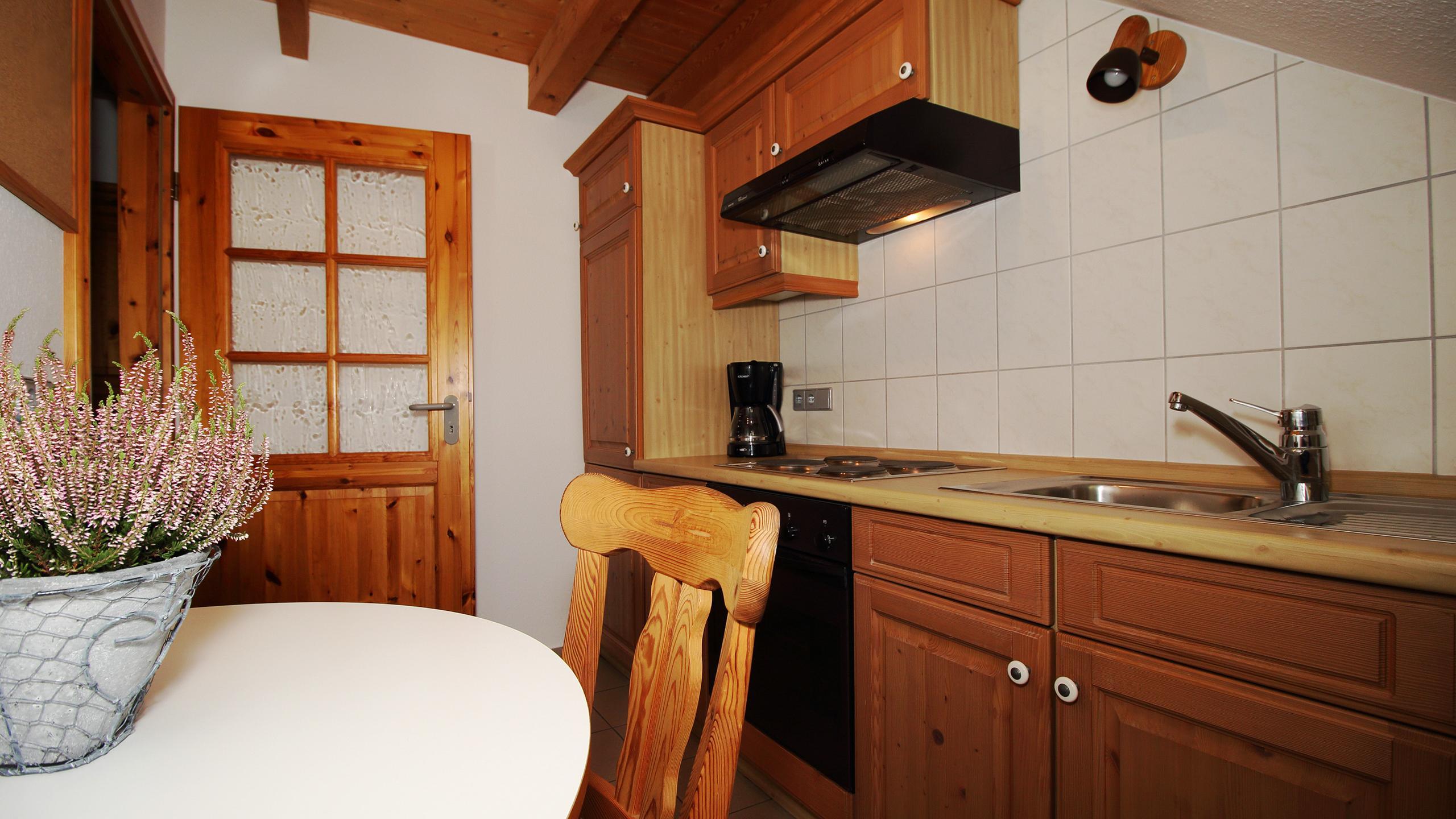 Groß Home Interior Design Küche Zimmer Zeitgenössisch - Ideen Für ...